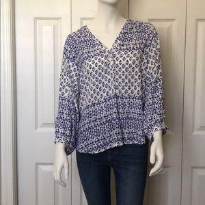 Sam & Lavi 3/4 Sleeve v neck blouse